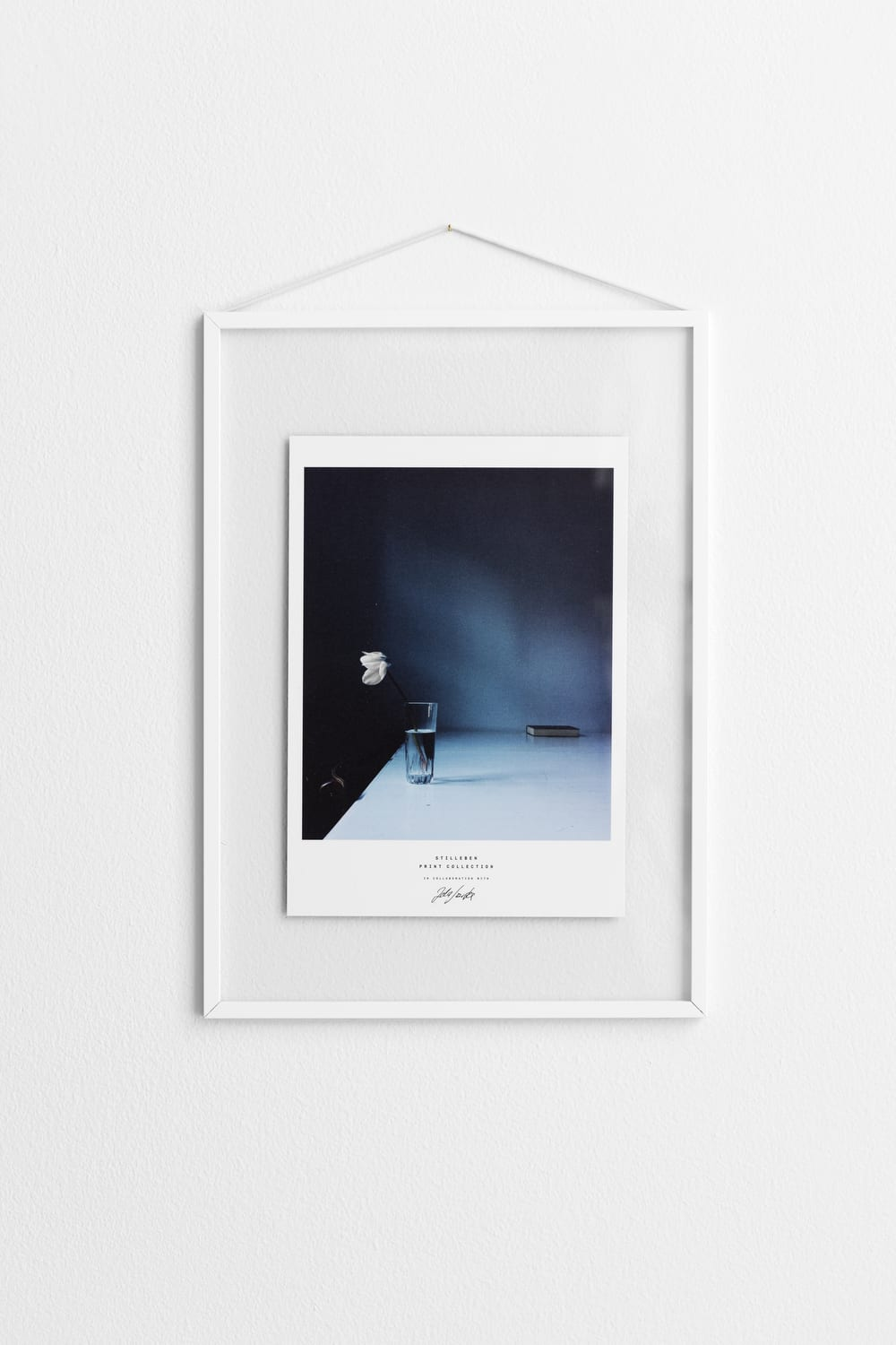 Transparent Moebe Frame in White - THE POSTER CLUB
